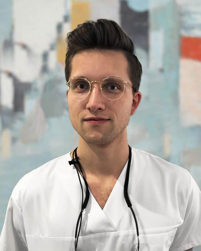 Simonas Dvylys Burnos chirurgas